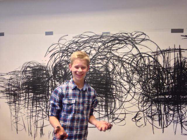 6.b fra Virklund skole arbejder med billedkunstner Joaquin Zaragoza